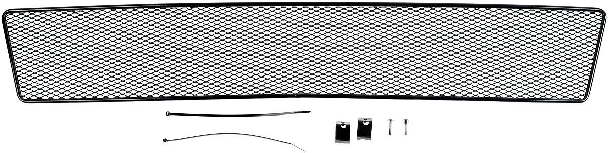 Сетка для защиты радиатора Novline-Autofamily, внешняя, для Mitsubishi L200 (2015-)01-380815-151Сетка для защиты радиатора Novline-Autofamily изготовлена из антикоррозионного материала, что гарантирует отсутствие ржавчины в процессе эксплуатации. Изделие устанавливается на штатную решетку переднего бампера автомобиля, защищая таким образом радиатор от попадания камней, крупных насекомых, мелких птиц. Простая установка делает это изделие необыкновенно удобным. В отличие от универсальных сеток, для установки которых требуется снятие бампера, то есть наличие специализированных навыков и дополнительного оборудования (подъемник и так далее), для установки этой сетки понадобится 20 минут времени и отвертка. Данный продукт разработан индивидуально под каждый бампер автомобиля. Внешняя защитная сетка радиатора полностью повторяет геометрию решетки бампера и гармонично вписывается в общий стиль автомобиля.