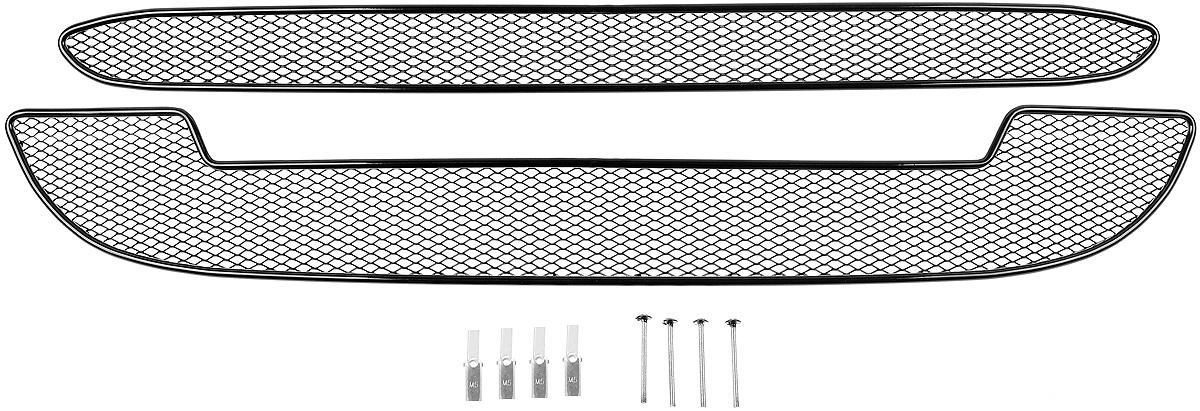Сетка для защиты радиатора Novline-Autofamily, внешняя, для Lada Kalina (2014-), 2 шт01-550513-15BСетка для защиты радиатора Novline-Autofamily изготовлена из антикоррозионного материала, что гарантирует отсутствие ржавчины в процессе эксплуатации. Изделие устанавливается на штатную решетку переднего бампера автомобиля, защищая таким образом радиатор от попадания камней, крупных насекомых, мелких птиц. Простая установка делает это изделие необыкновенно удобным. В отличие от универсальных сеток, для установки которых требуется снятие бампера, то есть наличие специализированных навыков и дополнительного оборудования (подъемник и так далее), для установки этой сетки понадобится 20 минут времени и отвертка. Данный продукт разработан индивидуально под каждый бампер автомобиля. Внешняя защитная сетка радиатора полностью повторяет геометрию решетки бампера и гармонично вписывается в общий стиль автомобиля.