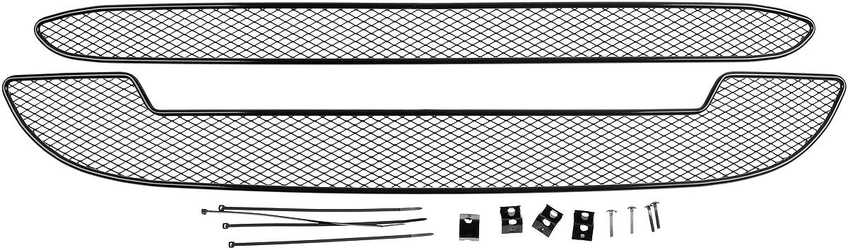 Сетка для защиты радиатора Novline-Autofamily, внешняя, для Lada Kalina Cross (2015-), 2 шт01-550915-151Сетка для защиты радиатора Novline-Autofamily изготовлена из антикоррозионного материала, что гарантирует отсутствие ржавчины в процессе эксплуатации. Изделие устанавливается на штатную решетку переднего бампера автомобиля, защищая таким образом радиатор от попадания камней, крупных насекомых, мелких птиц. Простая установка делает это изделие необыкновенно удобным. В отличие от универсальных сеток, для установки которых требуется снятие бампера, то есть наличие специализированных навыков и дополнительного оборудования (подъемник и так далее), для установки этой сетки понадобится 20 минут времени и отвертка. Данный продукт разработан индивидуально под каждый бампер автомобиля. Внешняя защитная сетка радиатора полностью повторяет геометрию решетки бампера и гармонично вписывается в общий стиль автомобиля.