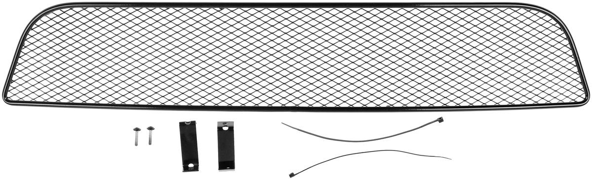 Сетка для защиты радиатора Novline-Autofamily, внешняя, для Suzuki SX4 Classic (2010-2013)01-510212-15BСетка для защиты радиатора Novline-Autofamily изготовлена из антикоррозионного материала, что гарантирует отсутствие ржавчины в процессе эксплуатации. Изделие устанавливается на штатную решетку переднего бампера автомобиля, защищая таким образом радиатор от попадания камней, крупных насекомых, мелких птиц. Простая установка делает это изделие необыкновенно удобным. В отличие от универсальных сеток, для установки которых требуется снятие бампера, то есть наличие специализированных навыков и дополнительного оборудования (подъемник и так далее), для установки этой сетки понадобится 20 минут времени и отвертка. Данный продукт разработан индивидуально под каждый бампер автомобиля. Внешняя защитная сетка радиатора полностью повторяет геометрию решетки бампера и гармонично вписывается в общий стиль автомобиля.