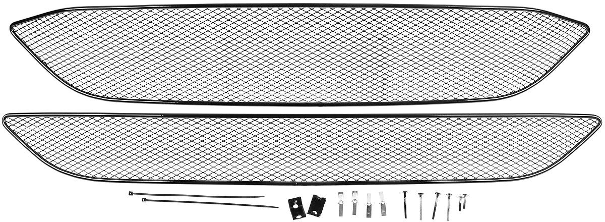Сетка для защиты радиатора Novline-Autofamily, внешняя, для Ford Focus III (2015-), кроме комплектации Titanium, 2 шт01-171215-151В отличие от универсальных сеток, данный продукт разрабатывается индивидуально под каждый бампер автомобиля. Внешняя защитная сетка радиатора полностью повторяет геометрию решетки бампера и гармонично вписывается в общий стиль автомобиля. При создании продукта мы учли как потребности автомобилистов, для которых важна исключительно защитная функция, так и автолюбителей, которые ищут способы подчеркнуть или создать новый стиль своего авто. Функциональность, тюнинг, или и то, и другое? Выбор только за вами. Сетка для защиты радиатора изготовлена из антикоррозионного материала, что гарантирует отсутствие ржавчины в процессе эксплуатации. Простая установка делает этот продукт необыкновенно удобным. В отличие от универсальных сеток, для установки которых требуется снятие бампера, то есть наличие специализированных навыков и дополнительного оборудования (подъемник и так далее), для установки этого продукта понадобится 20 минут времени и отвертка.