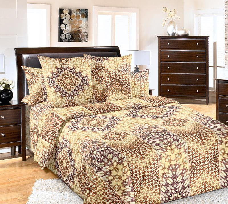 Комплект белья Primavera Воображение, 1,5-спальный, наволочки 70x70, цвет: желто-коричневый86756Наволочки с декоративным кантом особенно подойдут, если вы предпочитаете класть подушки поверх покрывала. Кайма шириной 5-10см с трех или четырех сторон делает подушки визуально более объемными, смотрятся они очень аккуратно, даже парадно. Еще такие наволочки называют оксфордскими или наволочками «с ушками». Сатин – прочная и плотная ткань с диагональным переплетением нитей. Хлопковый сатин по мягкости и гладкости уступает атласу, зато не будет соскальзывать с кровати. Сатиновое постельное белье легко переносит стирку в горячей воде, не выцветает. Прослужит комплект из обычного сатина меньше, чем из сатина повышенной плотности, но дольше белья из любой другой хлопковой ткани. Сатин приятен на ощупь, под ним комфортно спать летом и зимой. Производство «Примавера» находится в Китае, что позволяет сократить расходы на доставку хлопка. Поэтому цены на это постельное белье более чем скромные и это не сказывается на качестве. Сатин очень гладкий, мягкий, но при этом, невероятно прочный....