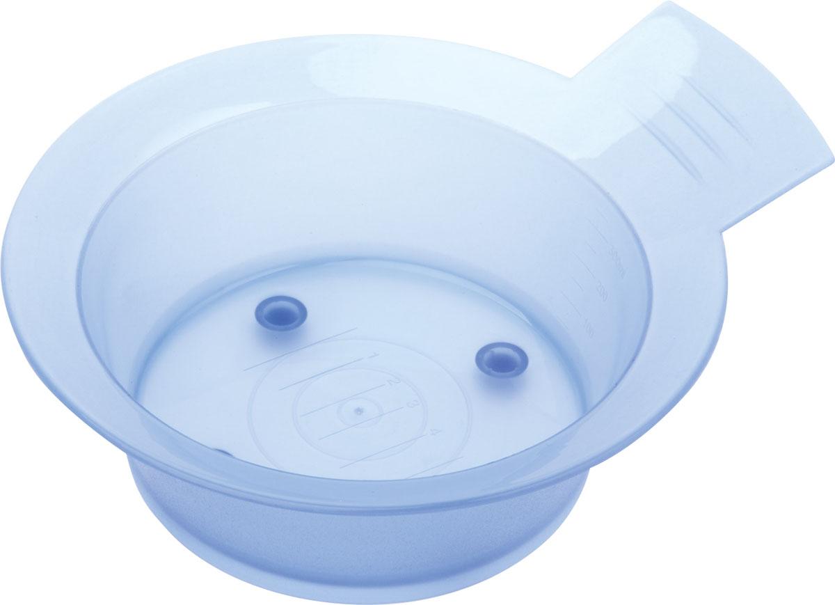 Dewal Чаша для краски, голубая, с ручкой, с резинкой на дне, 300 млJPP052DЧаша изготовлена из прочного нетоксичного пластика. Используется для разведения краски, как в салоне, так и в домашних условиях.Шкала объема позволит вам отмерить необходимое количесво активатора / оксиданта. Противоскользящая резинка на дне Объем — 300мл