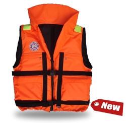 Жилет спасательный Плавсервис Reggata, цвет: оранжевый. Размер 58-64, вес до 120 кг57555Модель REGATTA - серьезно заявляет свои намерения на спасение человеческой жизни на водах. Более функциональный и эргономичный жилет за счет изменения конструкции спинки и проймы, которое позволило обеспечить наиболее полное облегание тела владельца и усилило надежность правильной фиксации этого жилета при попадании человека в воду. В воде с помощью элементов плавучести этот жилет перевернет владельца в положение лицом вверх и удержит под углом к горизонту так, чтобы обеспечить безопасное положение головы над водой. В комплект жилета входят регулировочные ремни, светоотражающие полосы, карманы, молния, свисток, паховая стропа, подголовник с воротником. Карманы – вместе с двумя нагрудными карманами на молнии на жилете Regatta появились два удобных объемных боковых кармана с клапаном на липучке. Жилеты Regatta изготавливаются следующих размеров (размер зависит от веса человека) – 60 кг, 80 кг, 100 кг, 120 кг, 140 кг. 01 Подголовник. Обязательное условие сертифицированного...