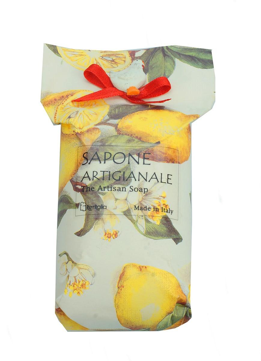 Iteritalia Мыло высококачественное растительное с ароматом лимона в дизайнерской упаковке ручной работы с элементом декора, 200 г4975Высококачественное растительное мыло с ароматом лимона в дизайнерской упаковке ручной работы с элементом декора. Деликатно очищает кожу,оставляя на ней нежный аромат и придавая ей приятное ощущение мягкости и бархатистости. Подходит для всех типов кожи.