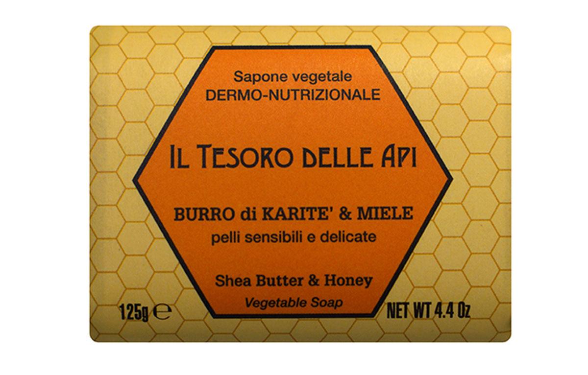 Iteritalia Мыло высококачественное натуральное растительное с питательным для кожи эффектом. МАСЛО КАРИТЭ И МЕД для чувствительной и тонкой кожи, 125 г761Высококачественное натуральное растительное мыло, содержащее масло каритэ и мед, известные своими питательными, увлажняющими и успокаивающими свойствами. Деликатно очищает, придавая коже приятное ощущение мягкости и бархатистости. Подходит для всех типов кожи, в том числе для чувствительной и тонкой кожи.