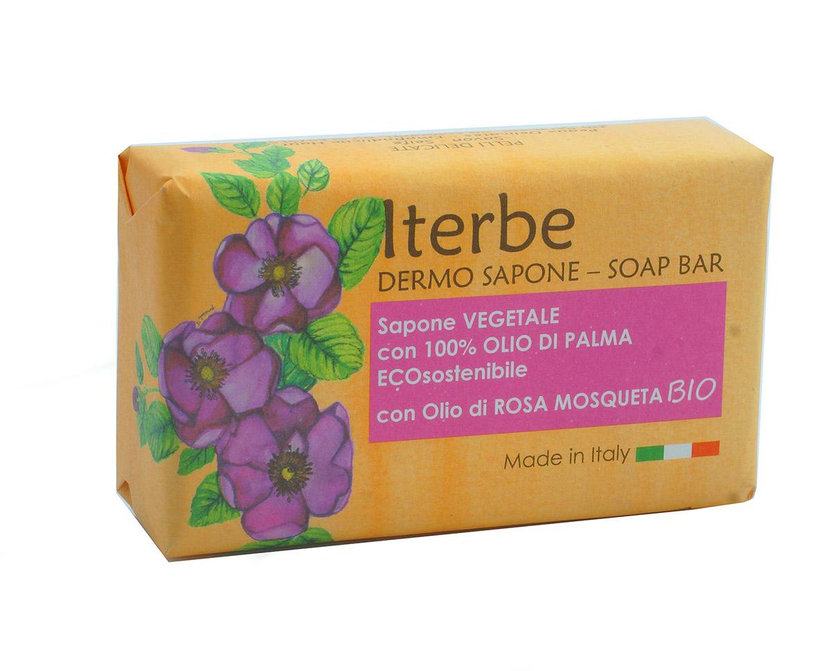 Iteritalia Мыло натуральное косметическое с органическим маслом шиповника, 100 г859Высококачественное натуральное мыло , которое создает мягкую кремообразную пену, бережно очищает кожу. Растительный глицерин и органическое масло шиповника оказывает на кожу успокаивающее, регенерирующее и увлажняющее действие. Подходит для всех типов кожи, идеально для чувствительной кожи.