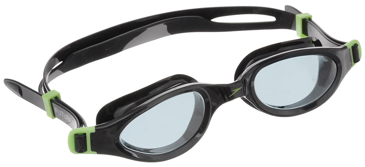 Очки для плавания Speedo Futura Plus Junior, детские, цвет: черный, зеленый8-090109313-9313Многофункциональные детские очки Speedo Futura Plus Junior с мягкой рамкой обеспечивают комфортное использование и широкий угол обзора. Конструкция очков предусматривает раздельный двойной ремешок для надежной фиксации, который легко регулируется. Линзы имеют антизапотевающее покрытие и защищают от ультрафиолетового излучения.