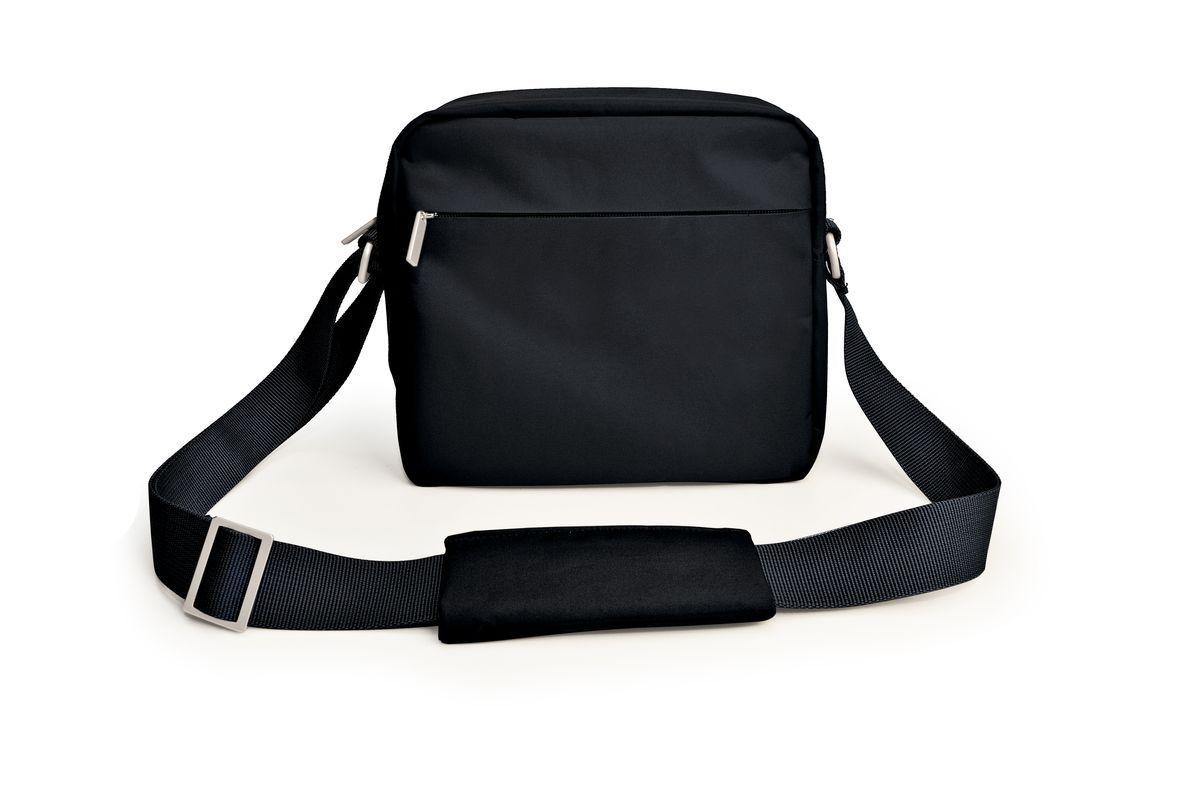 Термо ланч-бокс Iris Iris URBAN, цвет: черныйI9145-TУдобный и практичный ланчбокс, с помощью которого Вы с легкостью будете носить вашу еду с собой. Urban Lunchbag (Урбан Ланчбэг) - вы берете свой обед с собой элегантным и практичным способом. Внутренний объем с теплоизоляцией, очень вместительный — можно положить несколько герметичных контейнеров различных размеров, и еще останется место для напитков и фруктов. Есть наружный карман для столовых приборов, салфеток и прочих необходимых вещей. Можно носить в руке или через плечо на регулируемом по длине ремне. Благодаря мягкому материалу, сумку легко хранить, и она не занимает много места.