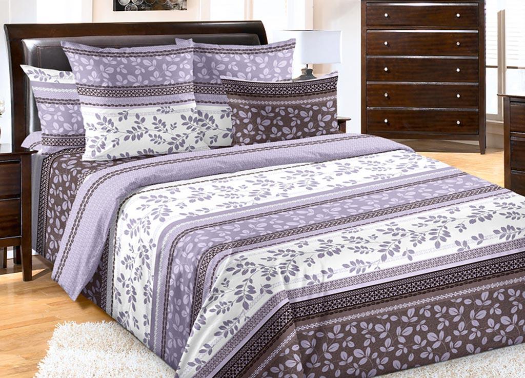 Комплект белья Primavera Водевиль, 1,5-спальный, наволочки 70x70, цвет: фиолетовый84805Наволочки с декоративным кантом особенно подойдут, если вы предпочитаете класть подушки поверх покрывала. Кайма шириной 5-10см с трех или четырех сторон делает подушки визуально более объемными, смотрятся они очень аккуратно, даже парадно. Еще такие наволочки называют оксфордскими или наволочками «с ушками». Сатин – прочная и плотная ткань с диагональным переплетением нитей. Хлопковый сатин по мягкости и гладкости уступает атласу, зато не будет соскальзывать с кровати. Сатиновое постельное белье легко переносит стирку в горячей воде, не выцветает. Прослужит комплект из обычного сатина меньше, чем из сатина повышенной плотности, но дольше белья из любой другой хлопковой ткани. Сатин приятен на ощупь, под ним комфортно спать летом и зимой. Производство «Примавера» находится в Китае, что позволяет сократить расходы на доставку хлопка. Поэтому цены на это постельное белье более чем скромные и это не сказывается на качестве. Сатин очень гладкий, мягкий, но при этом, невероятно прочный....