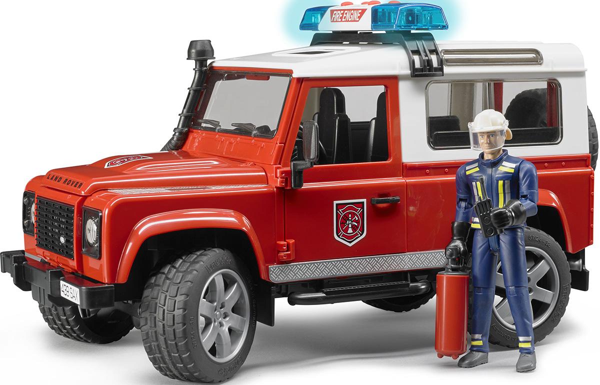 Bruder Внедорожник Land Rover Defender Station Wagon Пожарная с фигуркой02-596Внедорожник Land Rover Defender Station Wagon Пожарная с фигуркой Bruder порадует всех юных коллекционеров прототипов машин. Приятной особенностью этого набора является наличие фигурки пожарного, которая идеально помещается в джип. Фигурка сделает игру ребенка реалистичнее и интереснее. Особенности джипа: свободно открывающиеся капот (фиксируется на рычаге), 3 открывающиеся съемные двери, съемные задние сиденья, фаркоп, запасное колесо, амортизаторы ходовых осей, управление передними колесами с помощью руля. На днище машинки закреплен дополнительный руль-рычаг, который позволяет управлять игрушкой, не держась за нее: просто установите его в специальный разъем через люк на крыше джипа. На крыше расположена сирена (звуковые и световые эффекты), которую вы так же можете легко снять. Фигурка в виде мужчины в костюме пожарного. Подвижные руки и ноги (шарнирный механизм), вращающаяся голова. Пазы на руках могут удерживать руль машинки и аксессуары (в наборе). Дополнительные...