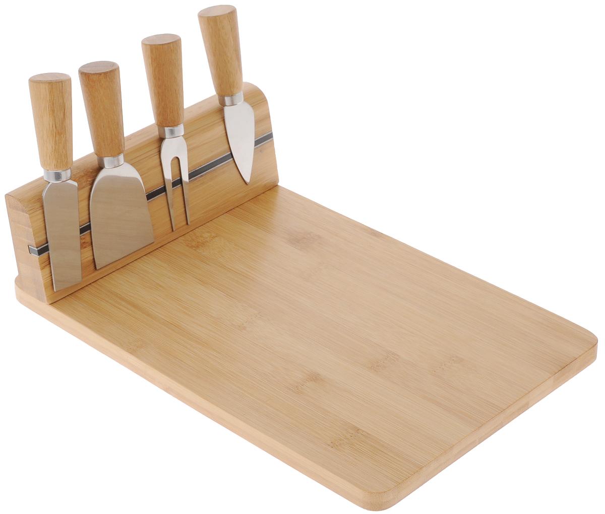 Набор для резки сыра Kesper, 5 предметов5064-1Набор Kesper предназначен для нарезки сыра твердых и мягких сортов. В комплект входят разделочная доска с магнитным бортиком, который соединяется с помощью шурупов (в комплект не входят), три ножа и вилка. Изделия выполнены из высококачественного бамбука и нержавеющей стали. Такой набор удобен в применении и компактен. Он послужит прекрасным подарком для родных и близких. Не рекомендуется мыть в посудомоечной машине. Размер доски: 30 х 20 х 8,6 см. Длина вилки: 12,2 см. Длина ножей: 12,2 см; 12,9 см; 12 см.