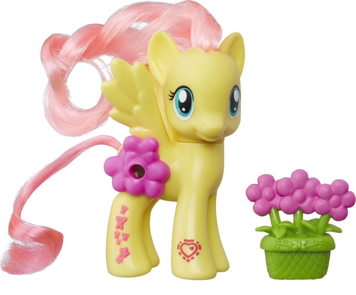 My Little Pony Фигурка Пони Fluttershy с волшебной картинкойB5361EU4My Little Pony Фигурка Пони Fluttershy порадует любую девочку! Каждая малышка пони неповторима и отмечена уникальными символами, расположенными на ее ножках. Отличительный знак появляется на пони, когда она понимает, что чем-то отличается от остальных. Голова фигурки поворачивается. Гриву и хвост пони малышка сможет расчесывать и создавать различные прически. В боку пони встроен маленький глазок, посмотрев в который, девочка увидит красивую картинку. В комплекте с фигуркой также идет горшочек с цветами. Игры с этой фигуркой способствуют развитию у ребенка фантазии и любознательности, помогут овладеть навыками общения, воспитают чувство ответственности и заботы. Благодаря маленькому размеру фигурки малышка сможет взять ее с собой на прогулку или в гости.
