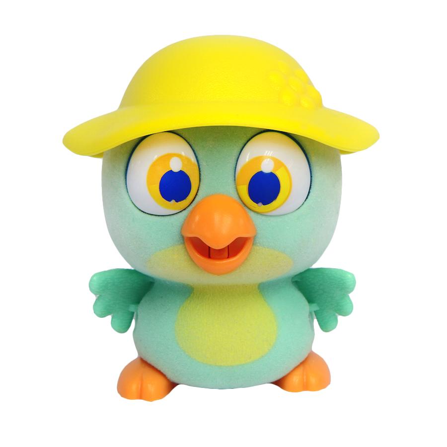 Пи-ко-ко Интерактивная игрушка Попугай в шляпе22010Интерактивная игрушка Пи-ко-ко Попугай в шляпе приведет в восторг любого ребенка. После включения птенец начинает идти, весело щебетать и махать крыльями. Стоит хлопнуть в ладони, он громко запищит и быстро начнет бежать. Если взять его в руки и покормить из бутылочки, входящей в набор, птенец успокоится и радостно зачирикает. После этого он начнет медленно ходить и щебетать, пока опять не услышит громкий звук. Необходимо купить батарейку типа AAA (не входит в комплект).