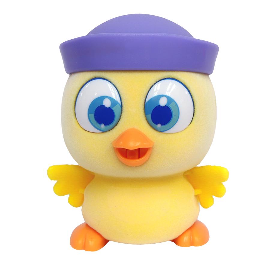 Пи-ко-ко Интерактивная игрушка Цыпленок в кепке22030Интерактивная игрушка Пи-ко-ко Цыпленок в кепке приведет в восторг любого ребенка. После включения птенец начинает идти, весело щебетать и махать крыльями. Стоит хлопнуть в ладони, он громко запищит и быстро начнет бежать. Если взять его в руки и покормить из бутылочки, входящей в набор, птенец успокоится и радостно зачирикает. После этого он начнет медленно ходить и щебетать, пока опять не услышит громкий звук. Необходимо купить батарейку типа AAA (не входит в комплект).