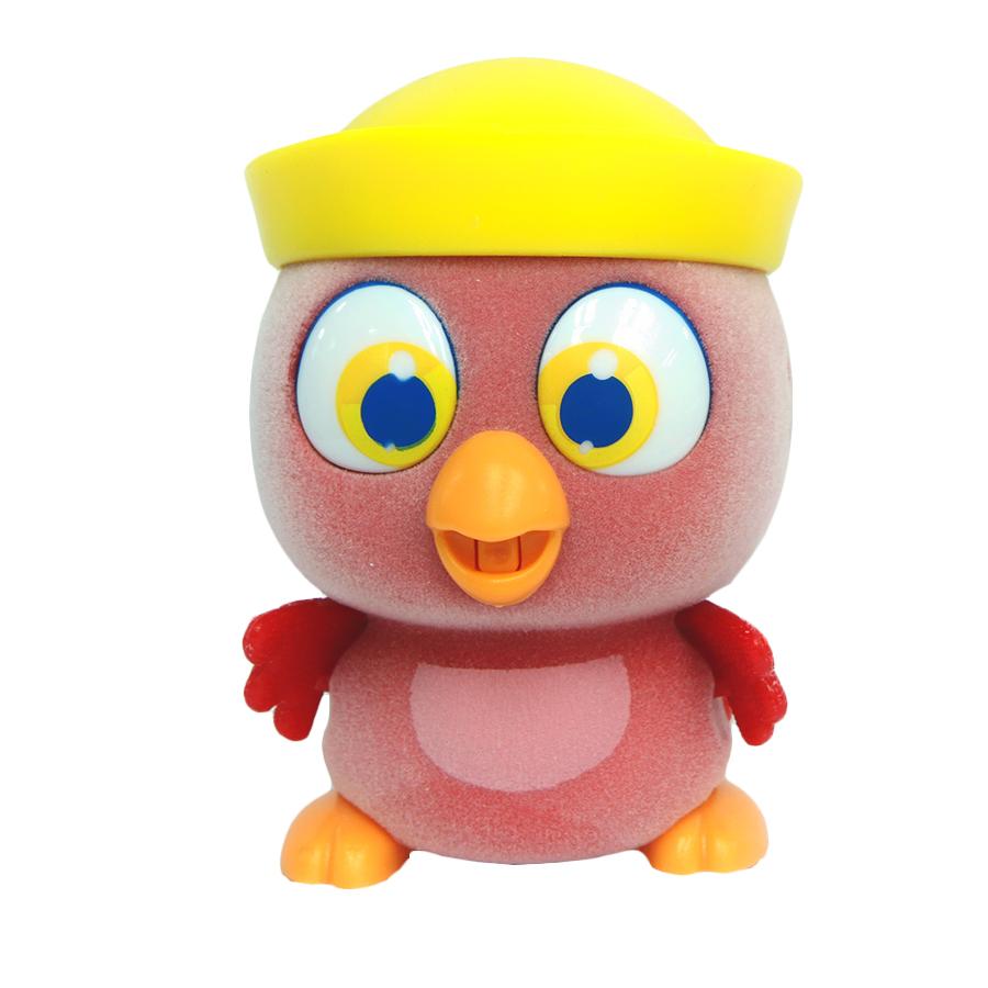 Пи-ко-ко Интерактивная игрушка Какаду в панаме22100Интерактивная игрушка Пи-ко-ко Какаду в панаме приведет в восторг любого ребенка. После включения птенец начинает идти, весело щебетать и махать крыльями. Стоит хлопнуть в ладони, он громко запищит и быстро начнет бежать. Если взять его в руки и покормить из бутылочки, входящей в набор, птенец успокоится и радостно зачирикает. После этого он начнет медленно ходить и щебетать, пока опять не услышит громкий звук. Необходимо купить батарейку типа AAA (не входит в комплект).