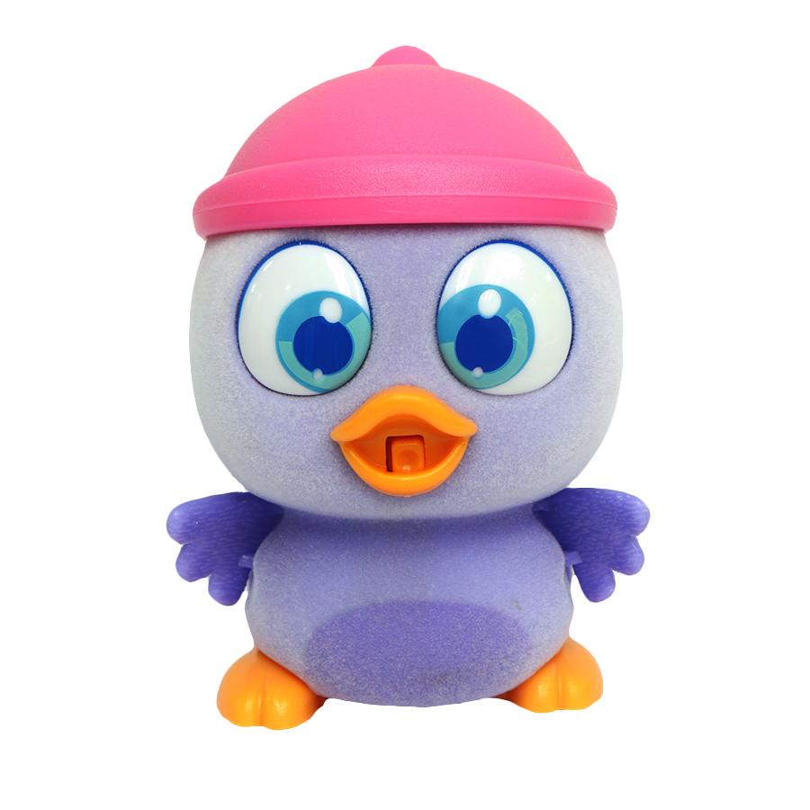 Пи-ко-ко Интерактивная игрушка Пингвиненок в шапочке22120Интерактивная игрушка Пи-ко-ко Пингвиненок в шапочке приведет в восторг любого ребенка. После включения птенец начинает идти, весело щебетать и махать крыльями. Стоит хлопнуть в ладони, он громко запищит и быстро начнет бежать. Если взять его в руки и покормить из бутылочки, входящей в набор, птенец успокоится и радостно зачирикает. После этого он начнет медленно ходить и щебетать, пока опять не услышит громкий звук. Необходимо купить батарейку типа AAA (не входит в комплект).
