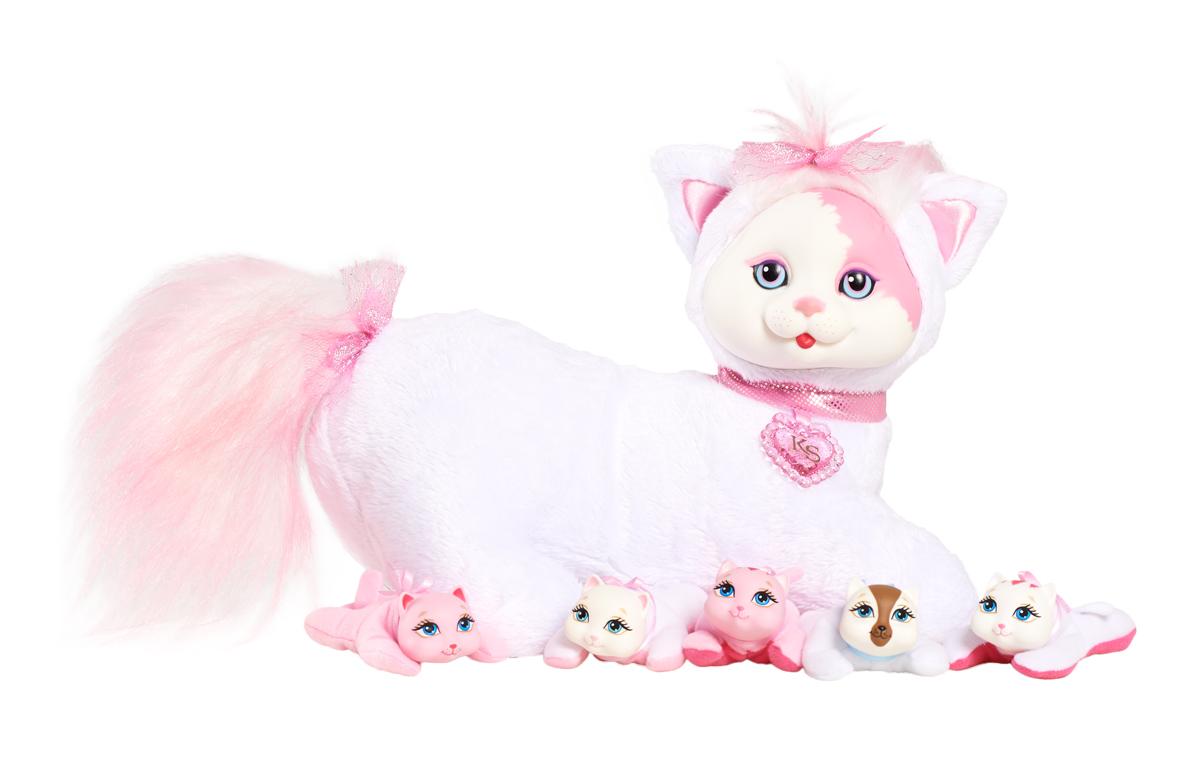 Just Play Мягкая игрушка Кошечка Китти и ее котята42053/42050У Китти будут котята! Угадай, сколько котят родится? Это сюрприз! Раскрой кармашек на животике кошечки. Там ты найдешь 3, может быть, или 4, или даже 5 котят! Могут родиться девочки и мальчики, близнецы или котёнок-малютка. В наборе: мягкая игрушка (кошечка), 3-5 котят.