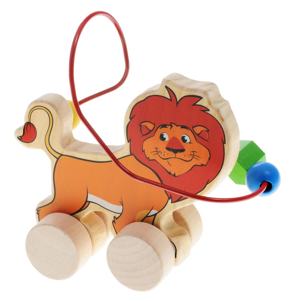 Мир деревянных игрушек Лабиринт-каталка ЛевД359Лабиринт-каталка Мир деревянных игрушек Лев - это замечательная игрушка для малышей! Игрушка в виде льва на колесиках выполнена из качественных материалов по европейским стандартам и покрыта специальной краской на водной основе, которая абсолютно безопасна для вашего малыша. Натуральное дерево, из которого изготовлена игрушка, прошло специальную обработку, в результате чего на модели не осталось острых углов или шероховатых поверхностей, которые могут повредить кожу ребенка. Производитель использует только экологически чистую новозеландскую сосну для производства своих игрушек. К игрушке прикреплена изогнутая проволока, по которой свободно могут двигаться фигурки, различные по цвету и форме. Мелкие детали не снимаются. Благодаря большим деревянным колесам малыш сможет использовать игрушку и как каталку. Лабиринт-каталка развивает моторику рук, логическое мышление, а также знакомит малыша с основными цветами и формами.