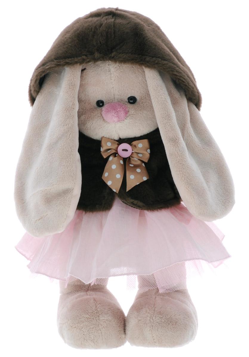 Мягкая игрушка Зайка Ми в коричневой шубке и розовом платье 33 смStM-036Мягкая игрушка Зайка Ми в коричневой шубке и розовом платье подарит малышу немало прекрасных мгновений. Мягкая игрушка изготовлена на основе сказочных образов двух зайчиков. Зайки Мика и Мия похожи друг на друга, как две пуговки на одной рубашке. Поэтому все зовут их Зайка Ми. Эти милые зайки необыкновенно творческие натуры и ни минуты не сидят без дела. Выбери своего Зайку, или собери их несколько вместе! У игрушки маленькие черные глазки, длинные мягкие ушки и симпатичный носик. Лапки уплотнены, чтобы зайчик мог самостоятельно стоять. На Зайке шубка с капюшоном шоколадного цвета. На груди - атласный бантик на шелковом подкладе. Под шубкой надето нежно-розовое платье из жатого тонкого хлопка с пышной нижней юбочкой из розовой сеточки. Мягкие игрушки очень полезны для малышей, потому как весьма позитивно влияют на детскую нервную систему, прогоняя всевозможные страхи. Играя, малыш развивает фантазию и воображение, развивает тактильную чувствительность и...