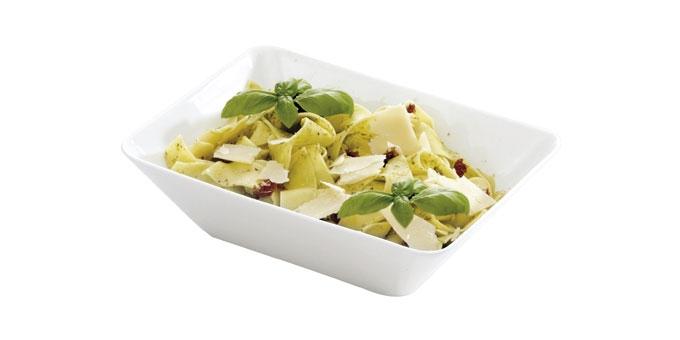 Миска салатная большая Tescoma Gustito, 20 x 15 см386066Замечательна для стильной сервировки дрессингов, соусов, салатов, компотов, оливок, фруктов, овощей, суши, канапе, закусок, фондю и т.д. - изготовлена из первоклассного фарфора - морозо- и жаростойка -18/+200 °C, пригодна для микроволновой печи, морозильника и посудомоечной машины - подносы и миски комбинируйте в наборы в зависимости от вашей фантазии - современный функциональный дизайн, идеальная обработка