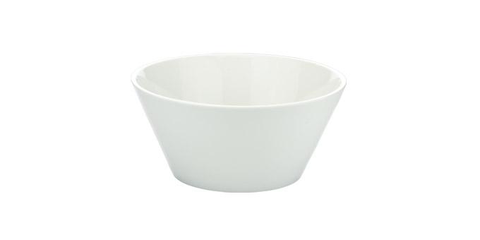 Миска Tescoma Gustito, диаметр 20 см386086Миска Tescoma Gustito выполнена из высококачественного фарфора и предназначена для подачи соусов, салатов, оливок, фруктов, овощей, закусок и других блюд. Изделие сочетает в себе изысканный дизайн с максимальной функциональностью. Она прекрасно впишется в интерьер вашей кухни и станет достойным дополнением к кухонному инвентарю. Миска Tescoma подчеркнет прекрасный вкус хозяйки и станет отличным подарком. Подходит для использования в микроволновой печи и посудомоечной машине. Диаметр миски (по верхнему краю): 20 см. Высота стенки: 9 см.