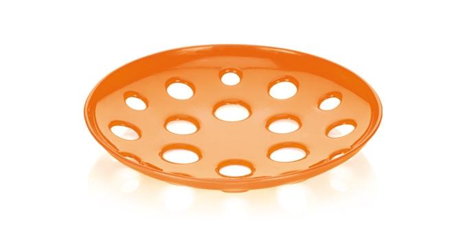 Миска широкая Tescoma Vitamino, цвет: оранжевый, диаметр 31 см642784Широкая миска Tescoma Vitamino изготовлена из прочного пластика. Она прекрасно подходит для хранения свежих овощей и фруктов - яблок, груш, бананов, цитрусовых, ананасов, а также перца, помидор и других. Изделие имеет большие отверстия для максимального доступа воздуха к хранимым продуктам, которые дозревают естественным путем и дольше остаются свежими. Подходит для ополаскивания под проточной водой. Можно использовать в холодильнике и мыть в посудомоечной машине. Диаметр (по верхнему краю): 31 см.