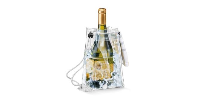 Сумка-термос Tescoma Uno Vino, цвет: прозрачный, 12 х 12 х 21 см695472Сумка-термос Tescoma Uno Vino, выполненная из прочного пластика, предназначена для быстрого охлаждения белого, розового и другого шампанского. Идеально сохраняет температуру. Отлично подходит для сервировки белых, розовых вин и других прохладительных напитков в саду, на террасе и в доме. Изделие оснащено ручками, которые облегчают переноску напитков. Не подходит для использования в посудомоечной машине. Размер сумки-термоса (без учета ручек): 12 х 12 х 21 см.
