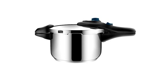 Скороварка Tescoma Presto, 4 л701504Скороварка Tescoma Presto выполнена из высококачественной нержавеющей стали. Она позволяет готовить при низком или высоком давлении, идеальна для быстрого и одновременно бережного приготовления блюд. Скороварка снабжена четырьмя предохранителями для безопасного использования и массивными ручками. Благодаря современной и компактной конструкции экономит место при варке и хранении. Скороварка снабжена шкалой для удобного отмеривания жидкостей. Трехслойное сэндвичевое дно пригодно для всех типов плит - газовых, электрических, стеклокерамических и индукционных. Диаметр (по верхнему краю): 24 см. Ширина (с учетом ручек): 43 см. Высота стенки: 14 см.
