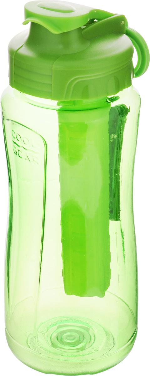 Бутылка питьевая Cool Gear Cove, с охлаждающим элементом, цвет: зеленый, 710 мл8143_зеленыйПитьевая бутылка Cool Gear Cove идеально подходит для холодных напитков. Изделие выполнено из высококачественного пищевого пластика без содержания BPA. Внутрь бутылки встроен съемный охлаждающий элемент, поэтому в такой бутылке напитки останутся холодными в течение всего дня. Чтобы не откручивать крышку, бутылка снабжена специальным клапаном для быстрого доступа к воде. Сбоку имеется силиконовая рельефная вставка для комфортного использования, а также кольцо для крепления к рюкзаку или сумке. Винтовая крышка легко откручивается, а широкое горлышко позволяет аккуратно наполнять бутылку. Налейте в емкость воду, и у вас не будет необходимости в покупке прохладной воды в магазине.
