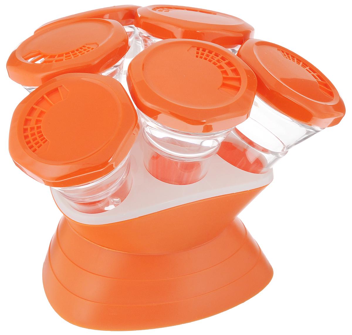 Набор для специй Mayer & Boch, 7 предметов. 2329623296Набор Mayer & Boch состоит из 6 банок для специй и подставки. Баночки изготовлены из акрила. Крышки, выполненные из пластика оранжевого цвета, плотно закрываются и предотвращают высыпание специй. Имеются регулируемые отверстия, с помощью которых можно обильно или слегка приправить блюдо. Баночки идеально подойдут для соли, перца и других специй. Изделия размещаются на специальной подставке. Оригинальный набор эффектно украсит интерьер кухни, а также станет незаменимым помощником в приготовлении ваших любимых блюд. С таким набором специи надолго сохранят свежесть, аромат и пряный вкус. Объем баночек: 70 мл. Высота баночек: 12 см. Диаметр баночек: 6,5 см. Размер подставки: 13,5 х 13,5 х 9 см.
