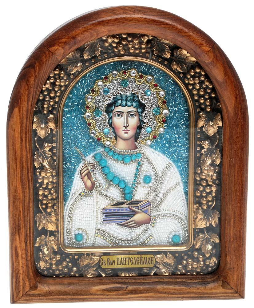 Икона Святой Великомученик и Целитель Пантелеймон, 5_15_15_15_1Православная икона Дивеевские иконы - это не только качественная ручная работа мастеров, но и вложенная в них негасимая любовь. Особенно это чувствуется, когда на икону попадают солнечные лучи - она озаряется внутренним светом и теплом, излучая его в окружающее пространство. Такие иконы подарят Вам и Вашему дому теплый свет благословения, а также могут передаваться по наследству как семейная реликвия и родовой оберег. Непревзойденное качество, вложенная любовь и благословение превращают эти иконы в настоящее произведение искусства, дарящее чудо причастности к духовному миру. Материал: Оклад из массива сосны, внутренний оклад из гипса, бисер, стразы, натуральные камни.