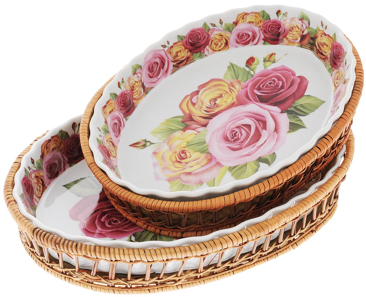 Набор форм для запекания Mayer & Boch Розы, овальные, с корзиной, 4 предмета. 2480224802Набор форм для запекания Mayer & Boch Розы выполнен из высококачественного фарфора белого цвета и оформлен красочным цветочным орнаментом. Изделия имеют глазурованное покрытие, которое защищает поверхность от истирания и облегчает чистку. Плетеные корзины из ротанга, в которые вставляются формы, послужат красивой и оригинальной подставкой. Формы для запекания Mayer & Boch Розы прекрасно подойдут для запекания овощей, мяса и других блюд, а оригинальный дизайн и яркое оформление украсят ваш стол. Фарфоровая посуда выдерживает высокие перепады температуры, поэтому ее можно использовать в духовке, микроволновой печи, а также для хранения пищи в холодильнике. Можно мыть в посудомоечной машине. Размер форм: 28 х 20,5 см, 33 х 23 см. Высота стенок: 5 см, 4 см. Объем форм: 1,6 л, 2,1 л.