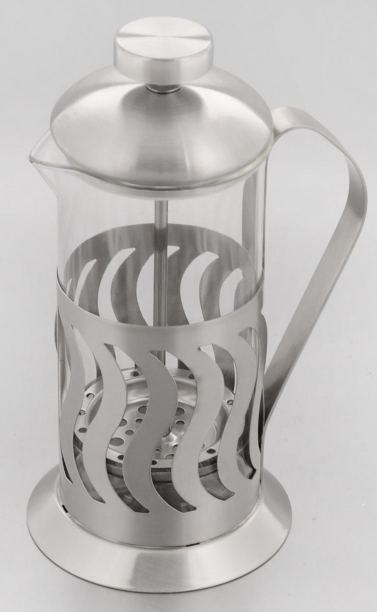 Френч-пресс Mayer & Boch, 350 мл. 22902290Френч-пресс Mayer & Boch позволит быстро и просто приготовить свежий и ароматный чай или кофе. Колба изготовлена из высококачественного жаропрочного боросиликатного стекла, устойчивого к окрашиванию, царапинам и термошоку. Фильтр-поршень из нержавеющей стали выполнен по технологии press-up для обеспечения равномерной циркуляции воды. Подставка из нержавеющей стали декорирована оригинальной перфорацией. Готовить напитки с помощью френч-пресса очень просто. Насыпьте внутрь заварку и залейте кипятком. Остановить процесс заваривания легко. Для этого нужно просто опустить поршень, и заварка уйдет вниз, оставляя вверху напиток, готовый к употреблению. Заварочный чайник с прессом - это совершенный чайник для ежедневного использования. Диаметр колбы: 7 см. Диаметр основания френч-пресса: 9 см. Высота (с учетом крышки): 18,5 см.