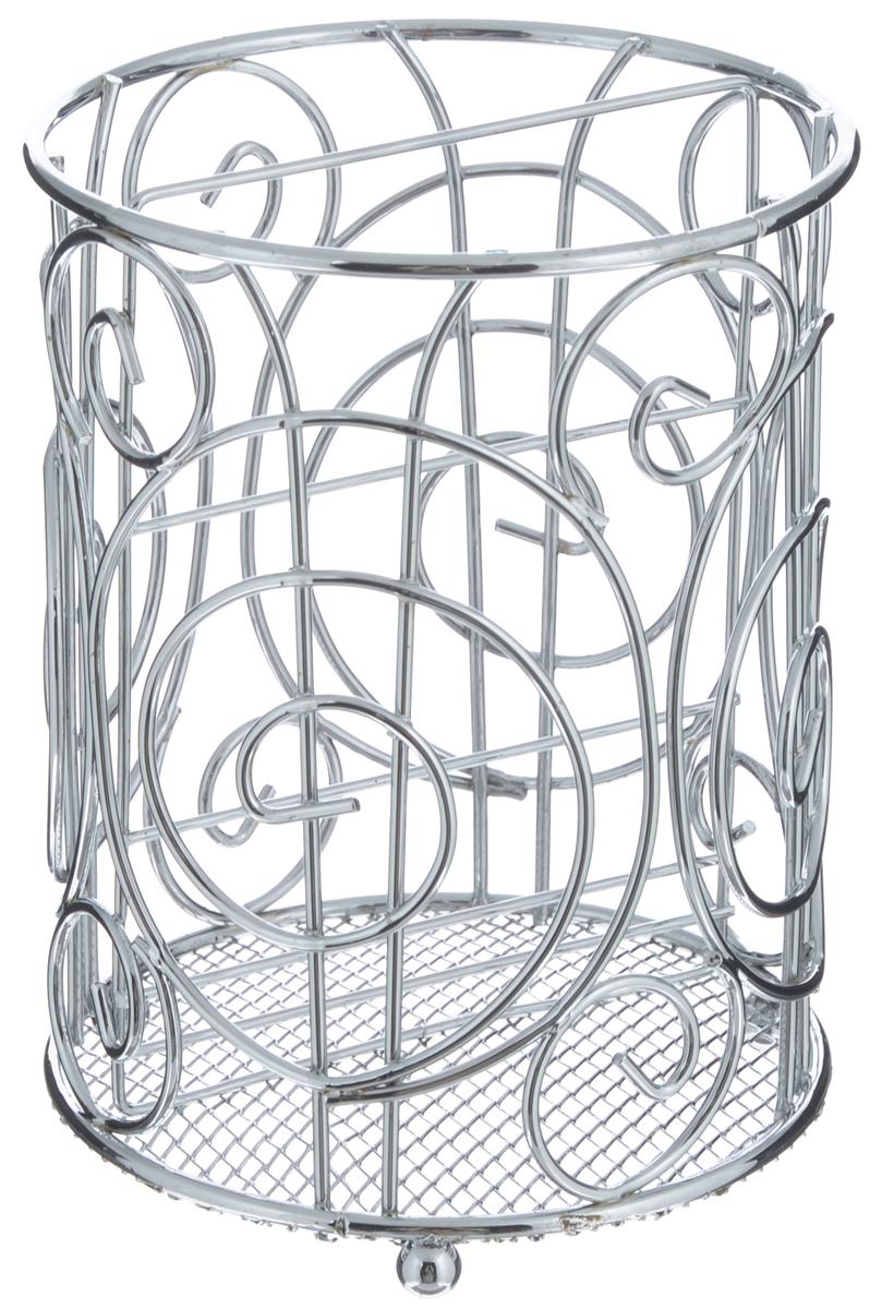 Подставка для столовых приборов Mayer & Boch, диаметр 12 см24296Оригинальная подставка для столовых приборов Mayer & Boch представляет собой каркас, разделенный на две секции. Изделие выполнено из метала с хромированной поверхностью. В нижней части находится металлическая сетка. Подставка оснащена тремя круглыми ножками, которые обеспечивают ей устойчивость на любой поверхности. Красивая подставка для столовых приборов выполнена в футуристическом дизайне. Она не займет много места, а столовые приборы будут всегда под рукой. Диаметр поставки: 12 см. Высота подставки: 16 см.