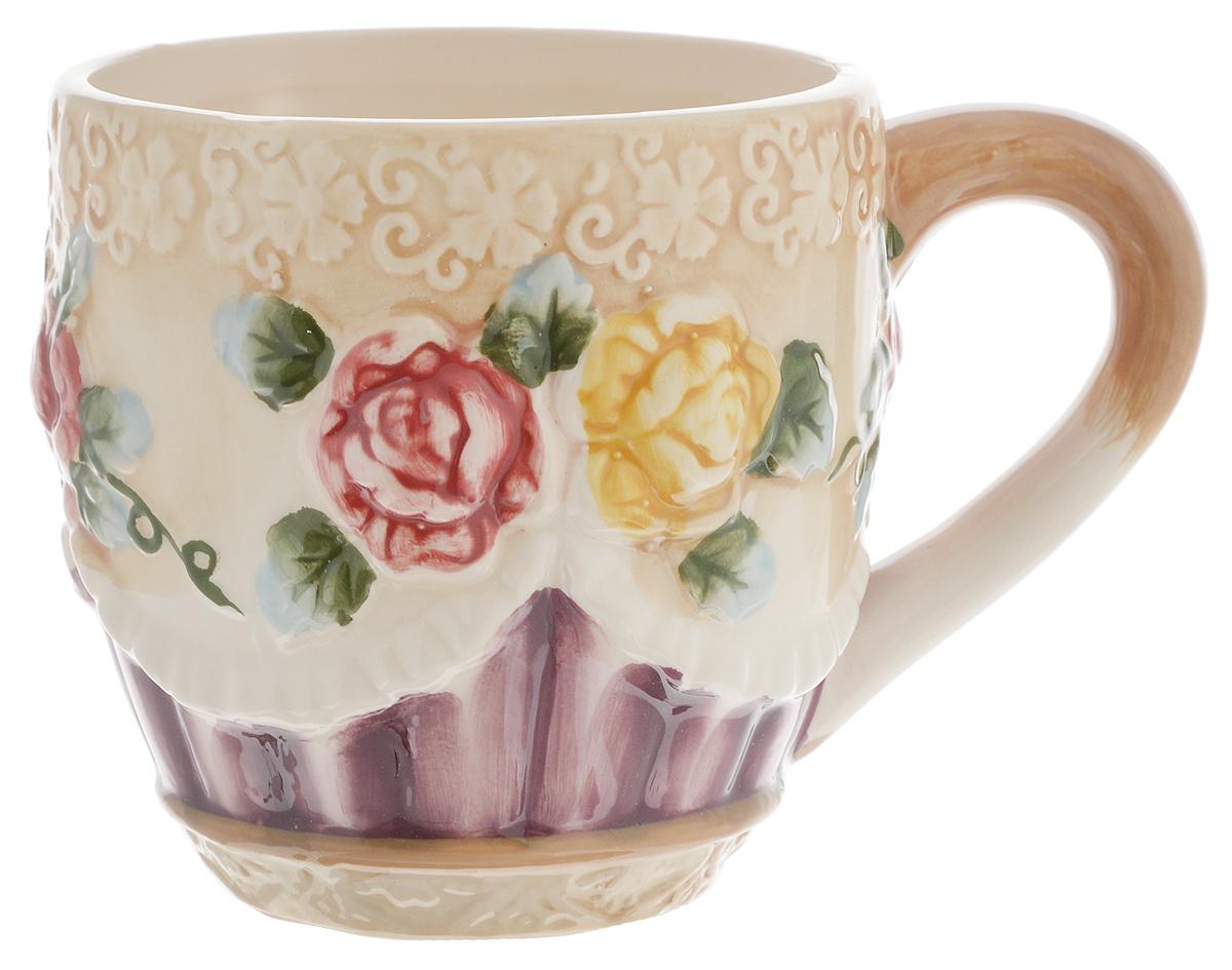 Кружка Loraine, цвет: светло-коричневый, зеленый, фиолетовый, 310 мл. 2244122441Кружка Loraine выполнена из прочной керамики высокого качества с объемным дизайном в виде цветов. Она станет отличным дополнением к сервировке семейного стола и замечательным подарком для ваших родных и друзей. Диаметр кружки (по верхнему краю): 8,8 см.