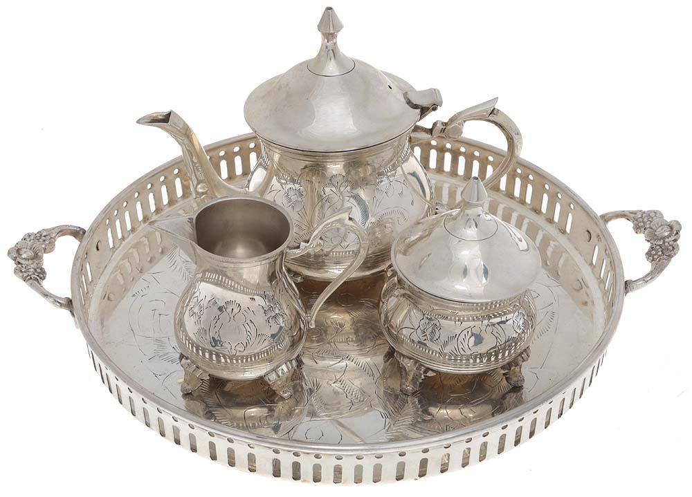 Чайный набор из 4 предметов: сахарница, молочник, чайник, поднос. Металл, глубокое серебрение E.P.N.S., гравировка. Великобритания, 1930-е гг.