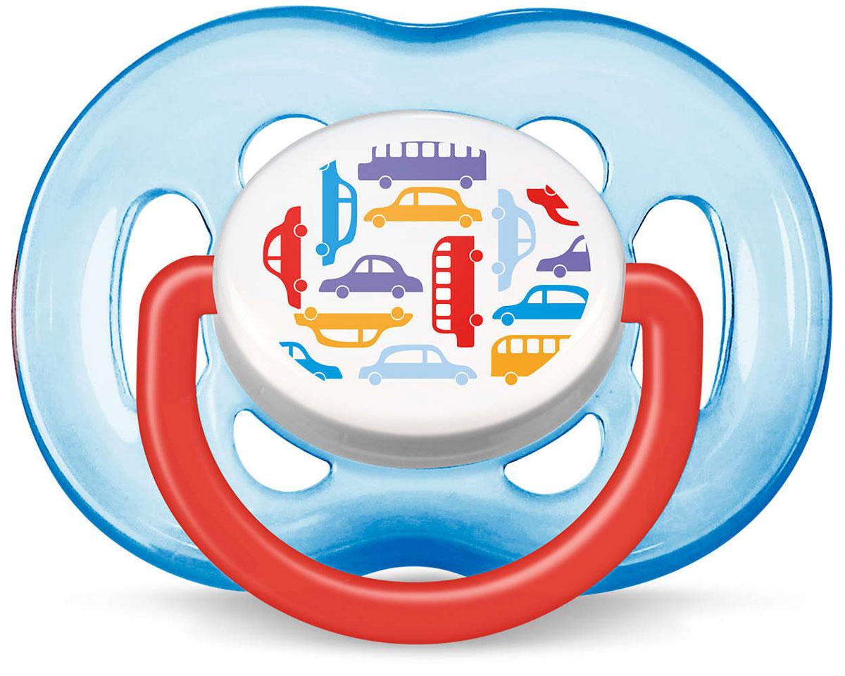 Philips Avent Пустышка силиконовая ортодонтическая Машинки от 6 до 18 месяцев 1 шт. SCF172/14SCF172/14Силиконовая ортодонтическая пустышка Philips Avent с ярким дизайном непременно привлечет внимание вашего малыша. Силикон не обладает вкусом и запахом, что делает этот материал наиболее приемлемым для младенца. Пустышка помогает удовлетворить естественную потребность в сосании, а также тренирует мышцы губ, языка и челюсти, что играет важную роль в развитии речи и способности пережевывать пищу. Загубник пустышки оснащен специальными вентиляционными отверстиями, которые предотвращают накопление слюны и защищают нежную детскую кожу от покраснений и раздражения. Защелкивающийся защитный колпачок предназначен для гигиеничного хранения стерилизованных пустышек, а кольцевая ручка обеспечит более удобное вынимание пустышки. Не содержит бисфенол А.