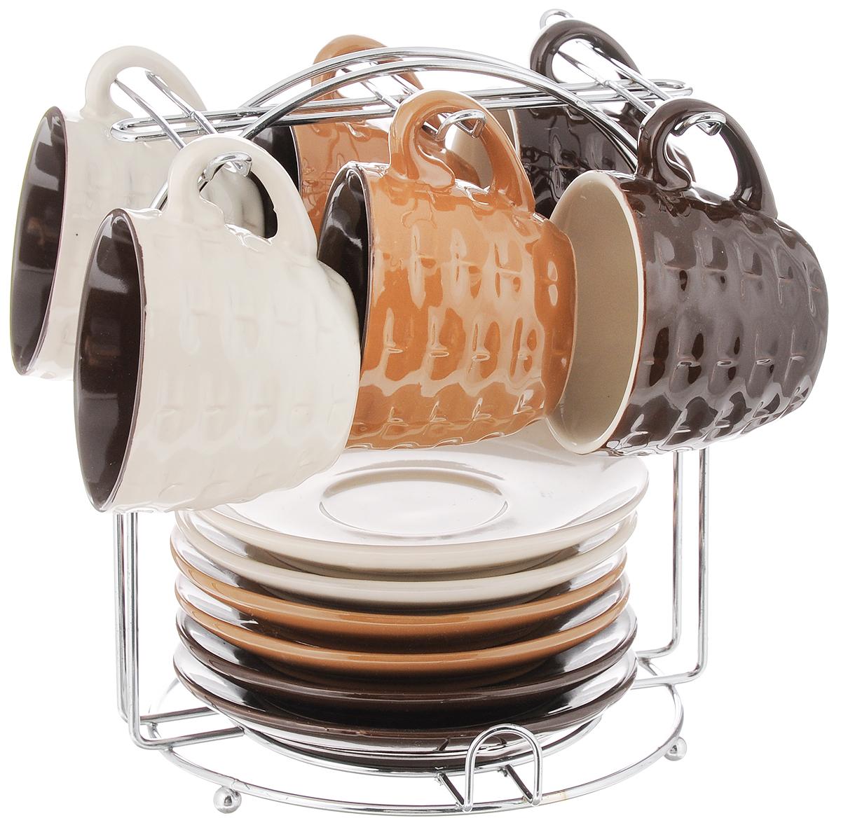 Набор кофейный Loraine, 13 предметов. 2466924669Кофейный набор Loraine состоит из 6 чашек и 6 блюдец. Изделия выполнены из высококачественной керамики. Внешние стенки чашек декорированы изысканным рельефом. Набор выполнен в красивых кофейных тонах. Теплостойкие ручки обеспечивают комфорт во время использования. Изящный дизайн придется по вкусу и ценителям классики, и тем, кто предпочитает утонченность и изысканность. Кофе, сервированный в такой посуде, настроит на позитивный лад и подарит хорошее настроение. В комплекте предусмотрена металлическая подставка. Кофейный набор Loraine - идеальный и необходимый подарок для вашего дома и для ваших друзей в праздники. Можно мыть в посудомоечной машине, использовать в микроволновой печи, а также ставить в холодильник. Объем чашки: 90 мл. Высота чашки (по верхнему краю): 6,5 см. Высота чашки: 5 см. Диаметр блюдца: 11,5 см. Размер подставки: 15 х 15 х 17 см.