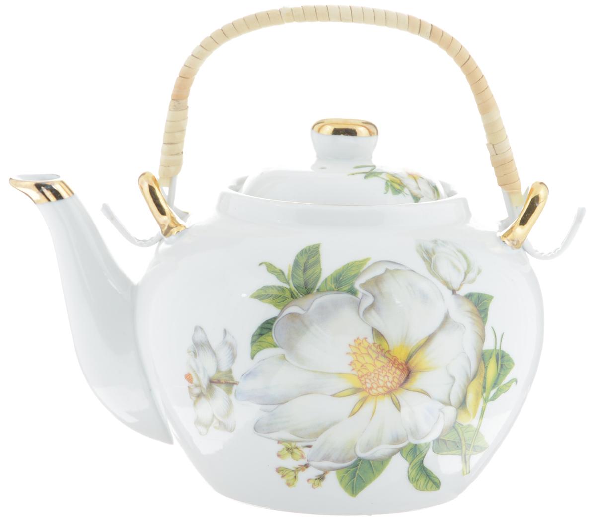 Чайник заварочный Loraine, с фильтром, 1 л. 2113321133Заварочный чайник Loraine изготовлен из высококачественной керамики и дополнен металлическим фильтром. Он имеет изящную форму и декорирован нежным цветочным рисунком. Чайник сочетает в себе стильный дизайн с максимальной функциональностью. Красочность оформления придется по вкусу и ценителям классики, и тем, кто предпочитает утонченность и изысканность. Чайник упакован в подарочную коробку из плотного картона. Внутренняя часть коробки задрапирована атласом, и чайник надежно крепится в определенном положении благодаря особым выемкам в коробке. Высота чайника (без учета ручки и крышки ): 12 см. Диаметр (по верхнему краю): 8,5 см. Высота чайника (с учетом ручки и крышки): 21 см.