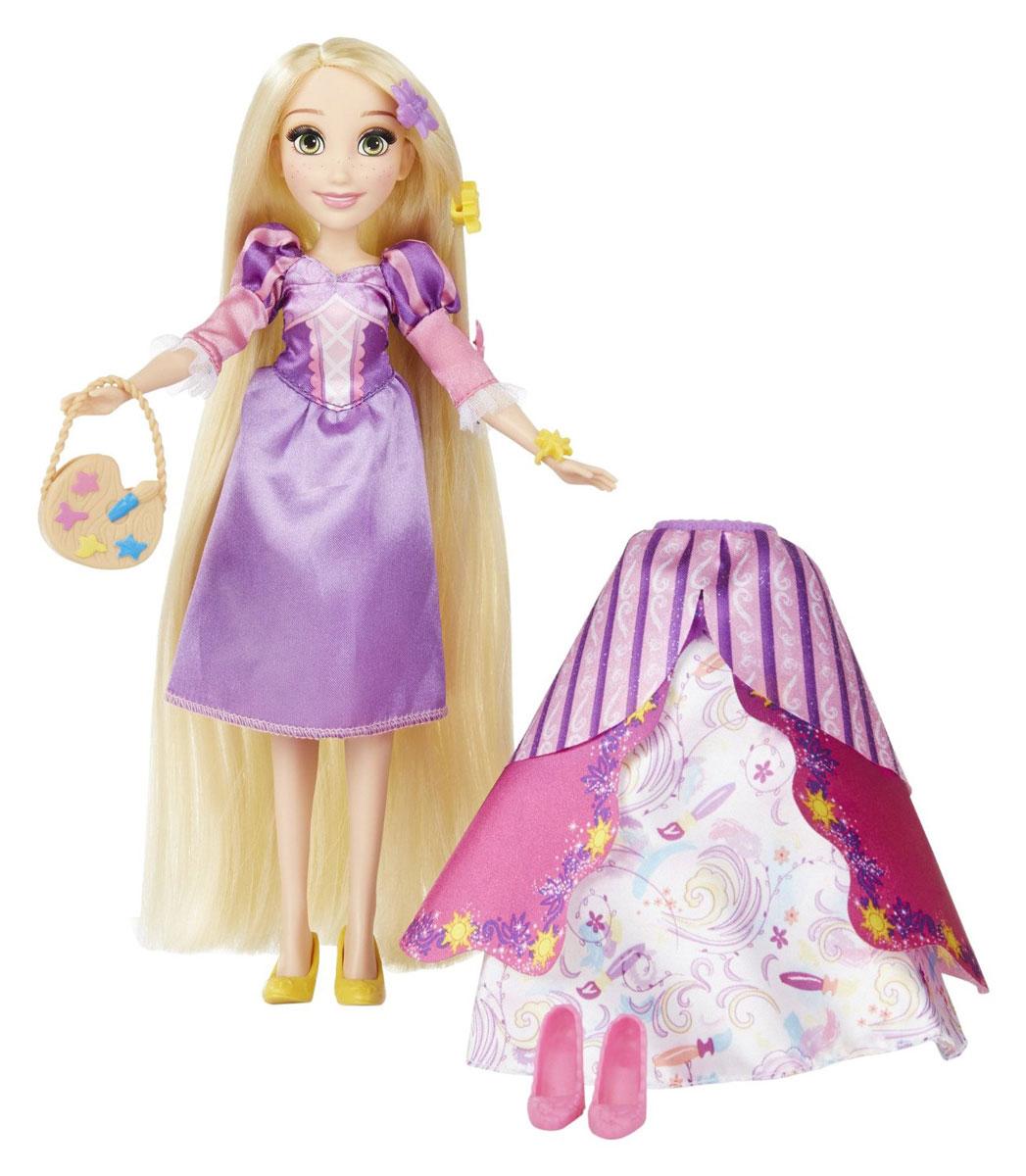 Disney Princess Кукла Рапунцель в платье со сменными юбкамиB5312EU4_B5315Очаровательная кукла Disney Princess Рапунцель станет любимой игрушкой вашей маленькой принцессы. Модель изготовлена из прочного пластика, а ее одежда изготовлена из высококачественного текстиля. Кукла выполнена в виде Рапунцель - героини одноименного мультфильма. Модель имеет высокую степень детализации, качественно прорисованы даже самые мелкие детали. Рапунцель одета в красивое платье. Длинные светлые локоны принцессы можно расчесывать и заплетать красивые прически. Пышные юбки, украшения для волос, две пары туфель и сумочка, входящие в комплект, разнообразят гардероб Рапунцель. С этой замечательной куклой ваша малышка окунется в сказочный мир и будет придумывать увлекательные истории про любимую героиню.