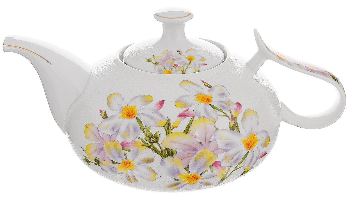Чайник заварочный Loraine, с фильтром, 1 л. 2114721147Заварочный чайник Loraine изготовлен из высококачественной керамики и дополнен металлическим фильтром. Он имеет изящную форму и декорирован нежным цветочным рисунком. Чайник сочетает в себе стильный дизайн с максимальной функциональностью. Красочность оформления придется по вкусу и ценителям классики, и тем, кто предпочитает утонченность и изысканность. Чайник упакован в подарочную коробку из плотного картона. Внутренняя часть коробки задрапирована атласом, и чайник надежно крепится в определенном положении благодаря особым выемкам в коробке. Высота чайника (без учета крышки): 12 см. Диаметр (по верхнему краю): 8,5 см. Высота чайника (с учетом крышки): 15 см.