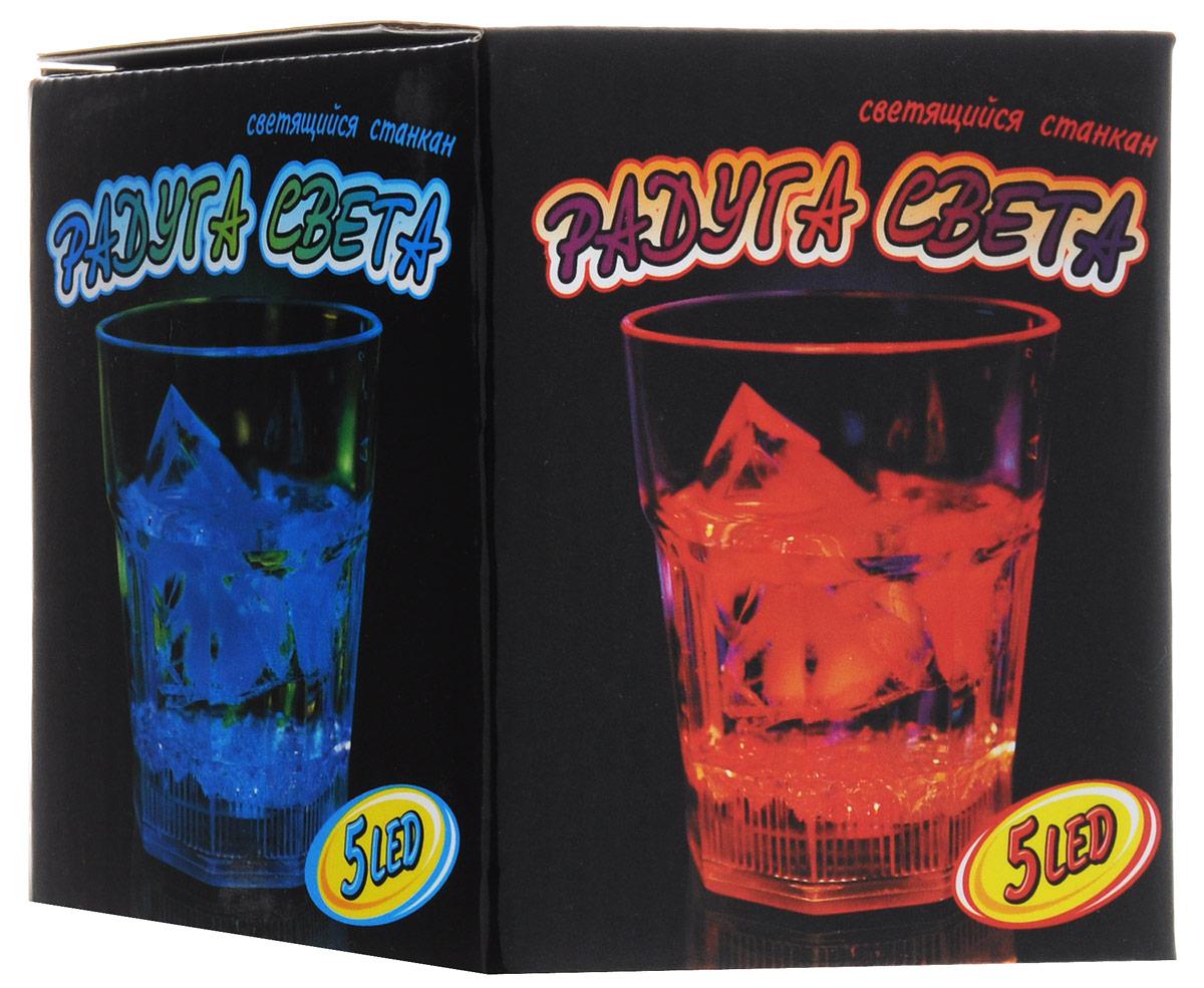 Partymania Светящийся стакан Радуга светаT1302Светящийся стакан Partymania Радуга света используется как для праздников и вечеринок, так и для создания романтической атмосферы. Необычное свечение придает уникальный вид стакану и напитку в нем, чем порадует вас и ваших гостей. Ваш стол будет светиться и переливаться всеми цветами радуги! Не мыть в посудомоечной машине. Не нагревать в СВЧ. Рекомендуется докупить 3 батарейки типа АG13 (товар комплектуется демонстрационными).