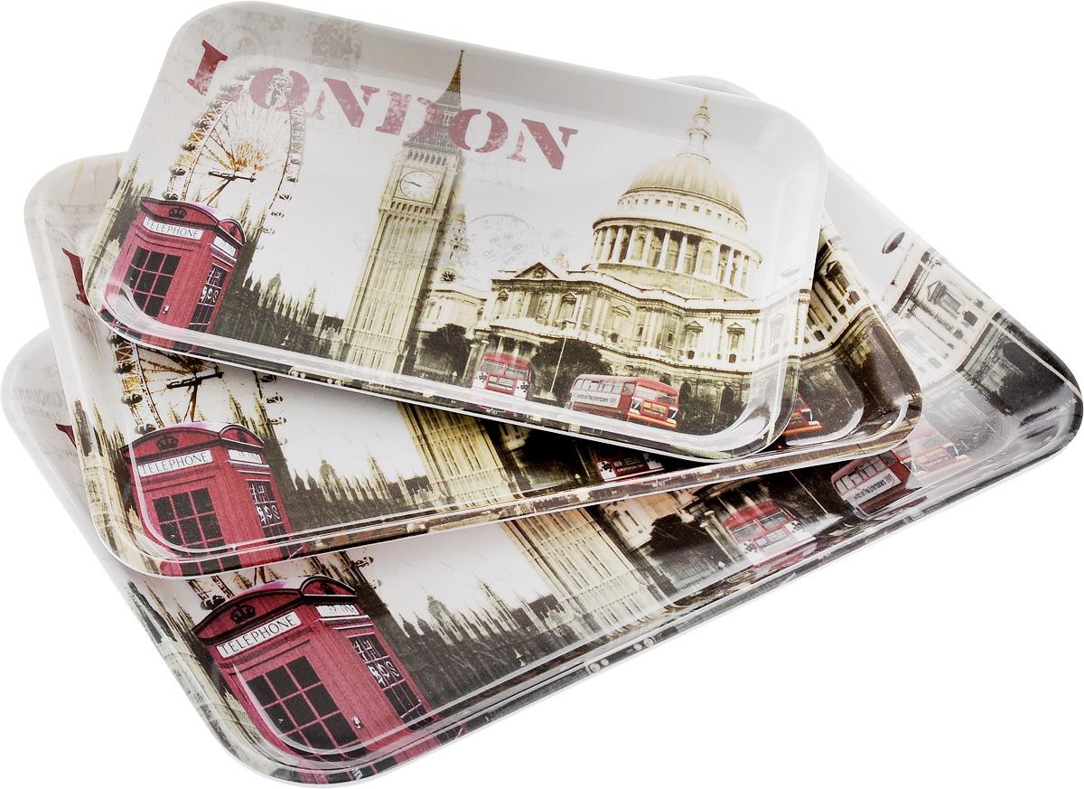Набор подносов Mayer & Boch London, 3 шт24780Оригинальный набор Mayer & Boch London состоит из трех сервировочных подносов разного размера. Изделия, изготовленные из высококачественного пластика и украшены ярким изображением. Подносы отлично подойдут для красивой сервировки различных блюд, закусок и фруктов на праздничном столе. Набор подносов Mayer & Boch London станет отличным подарком на любой праздник. Размер малого подноса (с учетом ручек): 29 х 20 х 1,6 см. Размер среднего подноса (с учетом ручек): 33,5 х 23 х 2 см. Размер большого подноса (с учетом ручек): 38,5 х 26,5 х 2,3 см.
