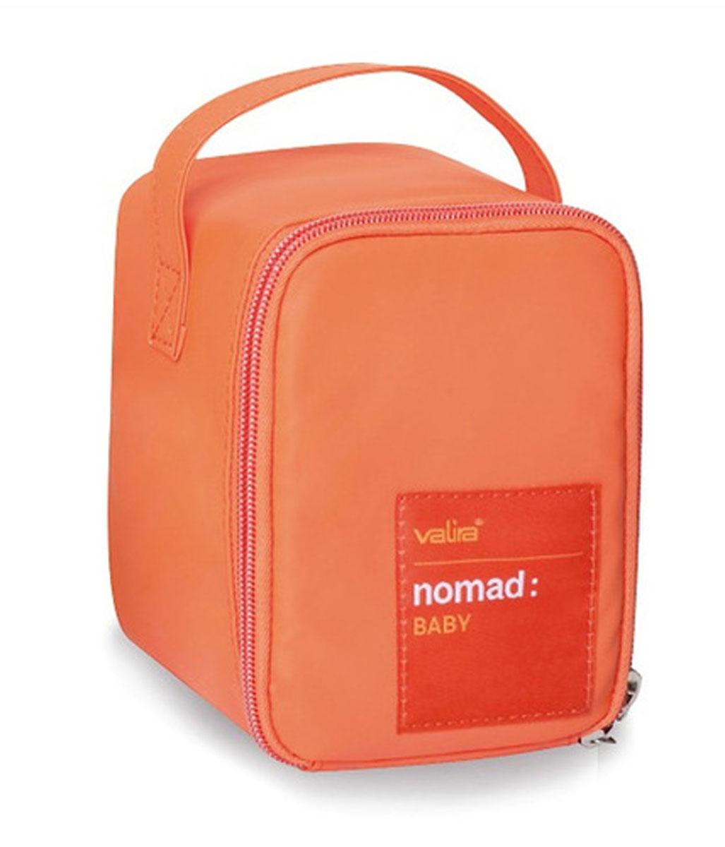 Сумка Valira, с контейнером, цвет: оранжевый, 0,4 л6031/149Удобная детская термосумка, в состав которой входит контейнер объемом 0,4л. Сохраняет температуру содержимого до 6 часов. Подходит для ежедневного использования дома, в школе, на секциях и т.д. Внешний материал гигиеничный и непромокаемый. Внутренний материал предназначен для легкого и удобного ухода за сумкой. Имеет боковую ручку для удобства переноски. Есть специальный кармашек для столовых приборов. Контейнер (0,4л), входящий в набор, изготовлен из керамического пластика, 100% герметичен и водонепроницаемы, с удобными защёлками и надёжной изолирующей прокладкой. Контейнер можно использовать для разогревания пищи в микроволновой печи.
