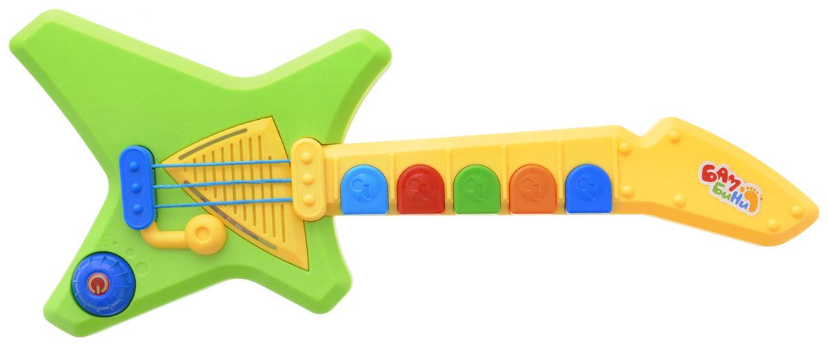 S+S Toys Гитара БамбиниEG80081RГитара S+S Toys Бамбини станет прекрасным развлечением для вашего малыша. Игрушка не только увлечет вашего ребенка, но и поможет ему развить слух и мелкую моторику рук. Малыш сможет сочинять как собственные мелодии, так и подыгрывать одной из демо-мелодий. Подсветка и тремоло-система, как в настоящей электрогитаре, непременно понравятся юному музыканту. Игрушка имеет 2 режима громкости. Игрушка подходит для детей от 1 года. Для работы игрушки необходимы 3 батарейки типа АА напряжением 1,5 V (входят в комплект).