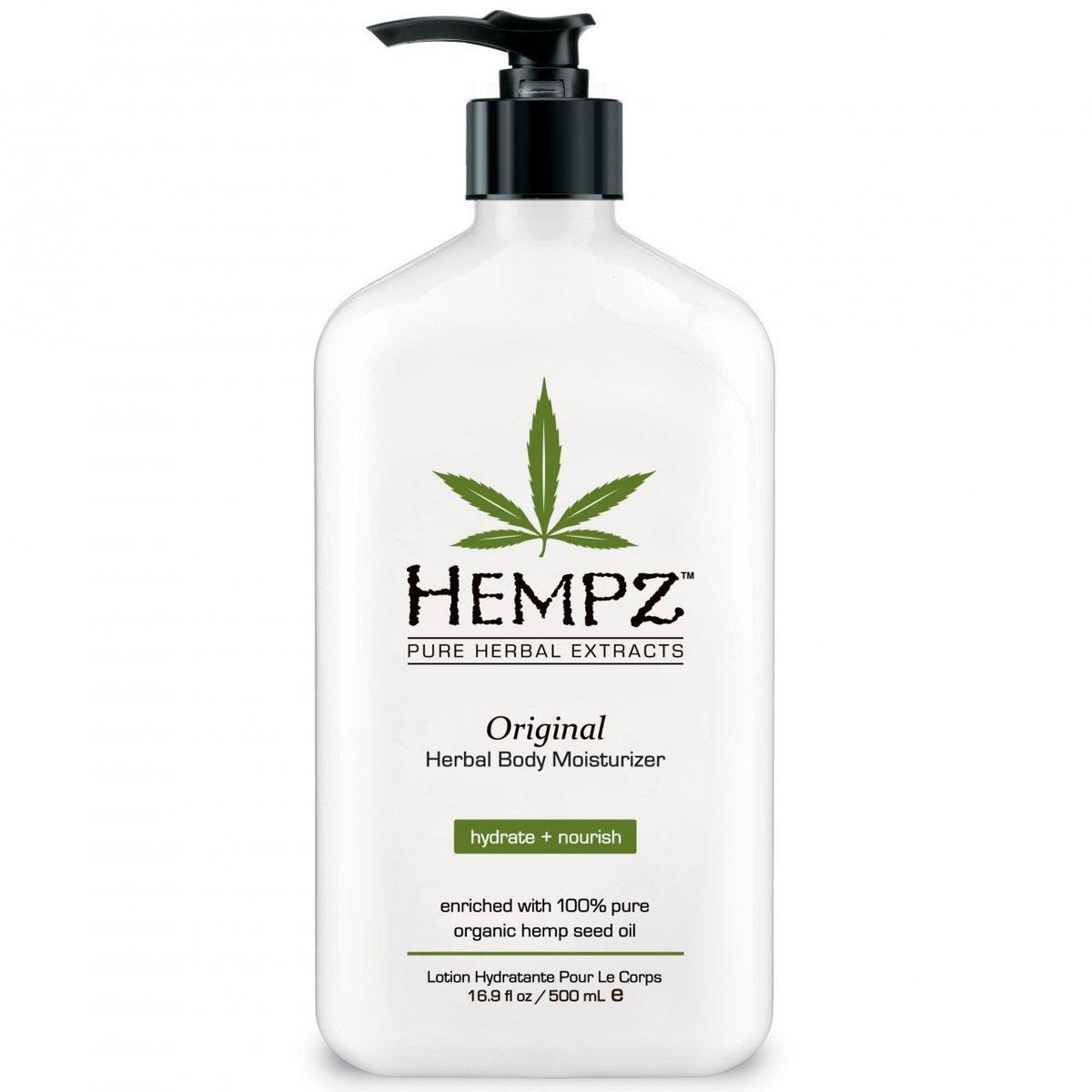 Hempz Молочко для тела увлажняющее Оригинальное Original Herbal Moisturizer 500 мл110-1270-03Фрмула на основе масла и экстракта семян конопли, масла дерева ши и экстракта корня женьшеня повышает тонус кожи, успокаивает и смягчает. Витамины А, С и Е нейтрализуют агрессивное воздействие окружающей среды, а так же способствуют разглаживанию мелких морщин, защищают кожу от разрушительного действия свободных радикалов. Аромат: Свежий цветочный и Банан