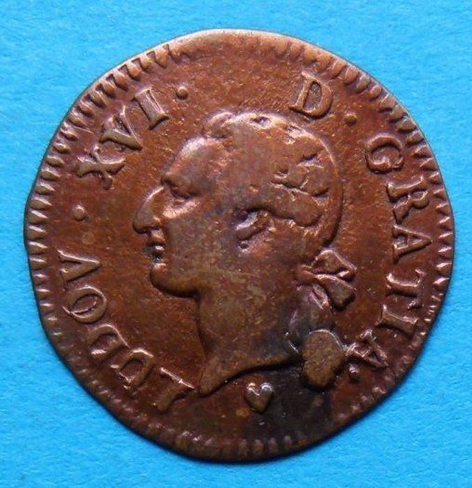 Монета 1 лиард. Луи XVI. Франция. ВВ (Страсбур), 1785 год (VF)791504Монета 1 лиард. Луи XVI. Франция. ВВ (Страсбур), 1785 год. Медь. Диаметр 2,4 см. Вес 3 г. Сохранность - Extremely Fine (XF) / Отличная. Аверс: профильный портрет короля Людовика XVI, повернутый влево. Легенда: LUDOV * XVI * D * GRATIA *. Реверс: герб под короной. Легенда: FRANC * ET * NAVARR * REX * 1785. Соотношение осей аверса и реверса: 6. Гурт гладкий.