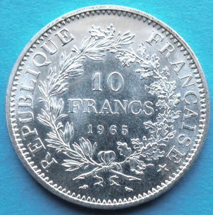 Монета 10 франков (Десять франков Дюпре). Белый металл. Франция, 1965 год (UNC)791504Монета 10 франков (Десять франков Дюпре). Белый металл. Франция, 1965 год. (Монета также называется «10 франков Геракл». Дизайн монеты разработал Огустин Дюпре). Белый металл. Вес 25 г. Диаметр 3,7 см. Годы чеканки: 1965-1973. Сохранность - Uncirculated (UNC) / Превосходная. Аверс: Геракл с олицетворениями Свободы и Равенства. Легенда: LIBERTE * EGALITE * FRATERNITE. Реверс: обозначение номинала - 10 FRANCS, год выпуска. Легенда: REPUBLIQUE FRANCAISE. Гравер - Огустин Дюпре. Гурт узорчатый. Соотношение осей аверса и реверса: 6.