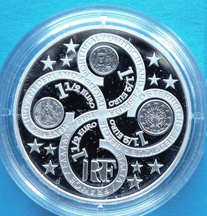 Монета 1,5 евро. Европейский Валютный союз. Годовщина евро. Белый металл. Парижский монетный двор. Франция, 2003 год (Proof)791504Монета 1,5 евро. Европейский Валютный союз. Годовщина евро. Белый металл. Парижский монетный двор. Франция, 2003 год. Вес 22,2 г. Диаметр 3,7 см. Сохранность - Proof (PF) / Полированная. Аверс: Европа со звездами Евросоюза в волосах и символы евро. Реверс: Цветок с изображениями монет евро Франции. Гурт: гладкий. Тираж: 40 000 экз. Монета хранится в футляре и капсуле и сопровождается сертификатом. Размер футляра 7 х 6,5 х 2,7 см.